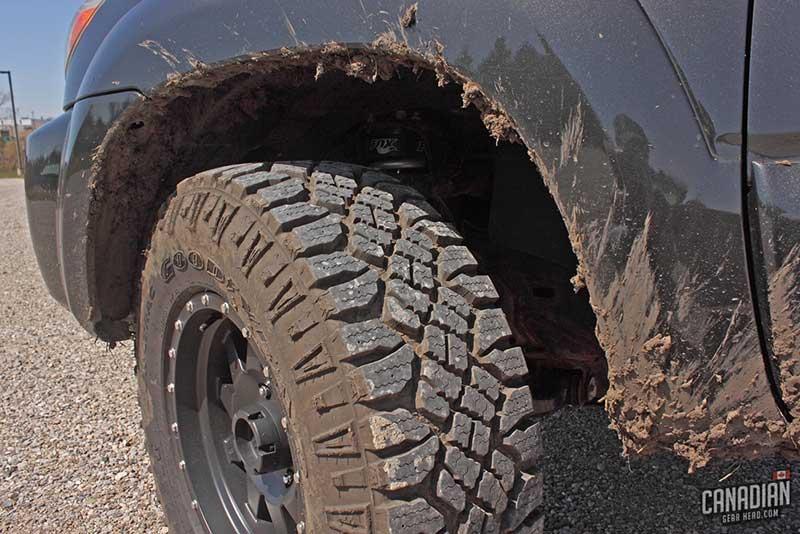 Lốp Goodyear Wrangler có độ bám cực lớn trong điều kiện lầy lội